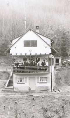 1952 001 Hütte.jpg