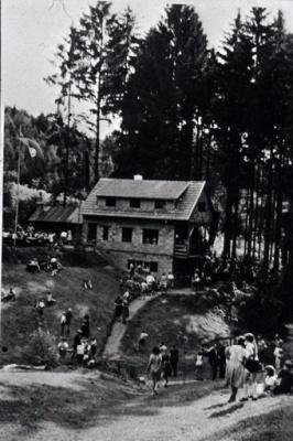 1951 001 Hütte.jpg
