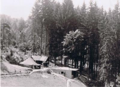 1949 001 Hütte.jpg